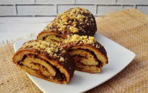 Рулет с шоколадом и грецкими орехами