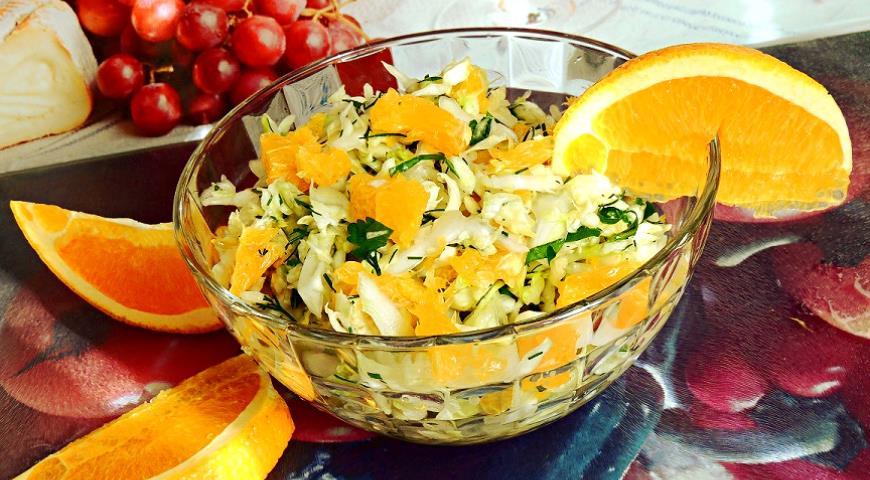 Салат из молодой капусты с апельсином