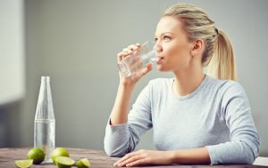 Как приучить себя пить воду ежедневно
