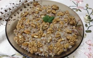 Гречневая каша с чесноком и грецкими орехами