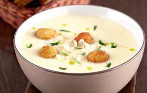 Суп-пюре из цветной капусты с сырными шариками
