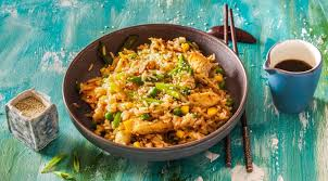 Жареный рис с курицей-гриль в китайском стиле