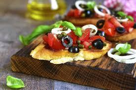 Брускетта с оливками и маслинами