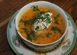 Морковный суп с зелёными гренками