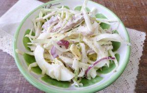 Капустный салат с вареным мясом