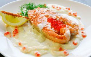 Форель в нежном икорно-сливочном соусе и рецепт ее приготовления