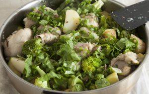 Рагу с курицей и молодыми овощами