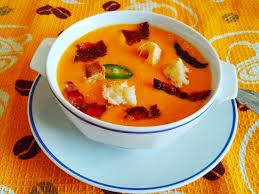 Тыквенный крем-суп с кусочками ветчины