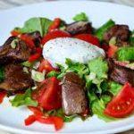 Теплый салат из куриной печени с болгарским перцем