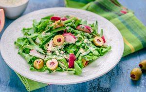 Салат с испанскими оливками