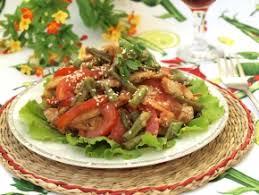 Тёплый салат с куриной грудкой