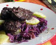 Рождественский теплый салат с кровяными колбасками