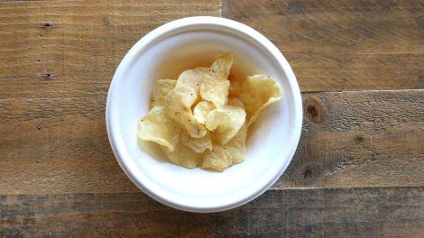 Хрустящие лаймовые чипсы с крабом