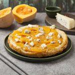 Тарт с карамелизированной тыквой и голубым сыром