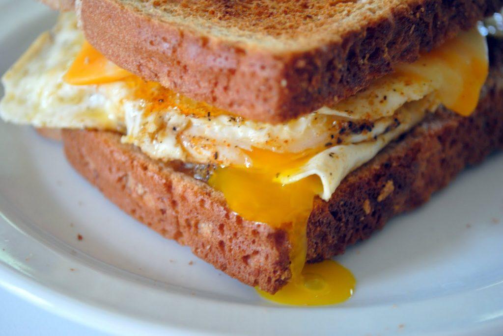 Рецепты вкусных горячих бутербродов с омлетом