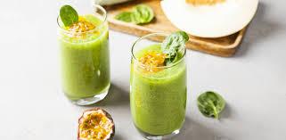Зеленый смузи Дыня-маракуйя