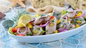 Салат с сельдью и овощами