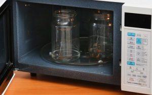 Как почистить микроволновку от горения? Мы знаем 3 домашних способа