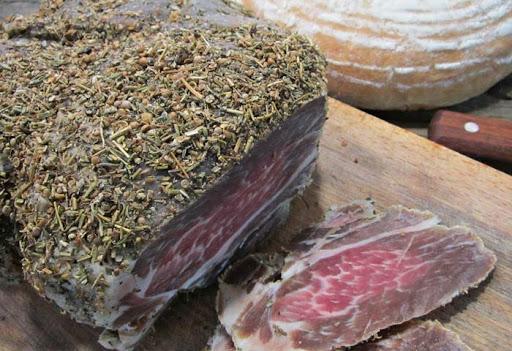 Как правильно выбрать вяленое мясо, рыбу и икру?