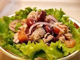 Салат с тунцом консервированным и фасолью