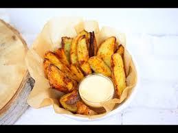 Картофель по-деревенски с соусом песто