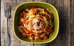 Спагетти с баклажанами и помидорами