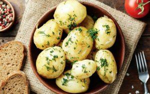 Идеально сваренный молодой картофель