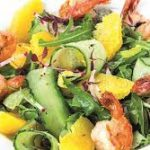 Салат с креветками, руколой и апельсиновой заправкой