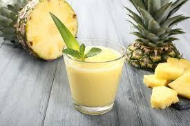 Коктейль из апельсинового сока и консервированного ананаса