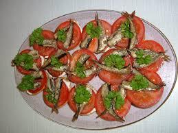 Салат со шпротами и помидорами