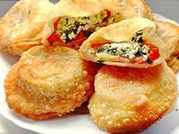 Пирожки с фетой, помидорами и зеленью
