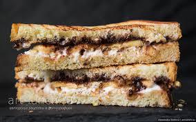 Сэндвич с рикоттой, бананом и шоколадом