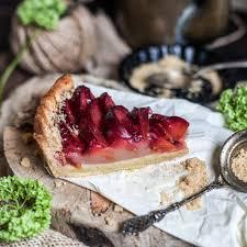 Тарт со сливами и франжипаном