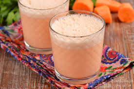 Молочный коктейль с морковным соком и яйцом