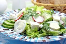 Салат из редиса с сыром и яйцами