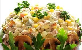 Салат «Осенний» с курицей, грибами и маринованными огурцами