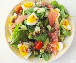 Салат из слабосоленой рыбы с авокадо и яйцом