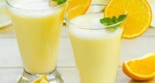 Молочный коктейль с апельсиновым соком и овсяными хлопьями