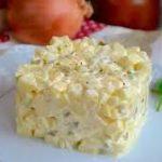 Луковый салат с яблоками по-польски