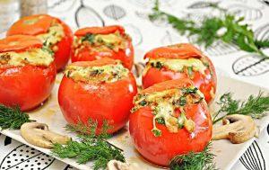 Фаршируем помидоры овощами и рисом