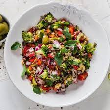 Овощной салат с зеленой гречкой