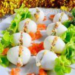 Перепелиные яйца, фаршированные слабосоленой семгой
