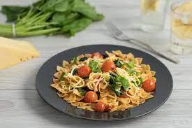 Паста с помидорами Черри и шпинатом