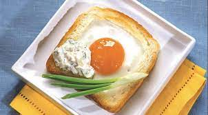 Тост с яйцом из жидкого центра