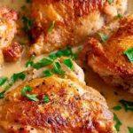 Куриные бёдрышки, тушенные в яблочном соке