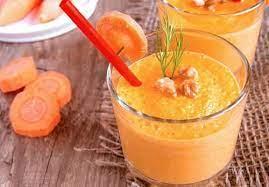 Морковно-яблочный смузи с корнем сельдерея и мёдом