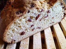 Дрожжевой хлеб с клюквой