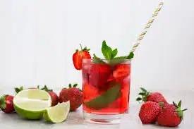 Коктейль с ягодами и мятой