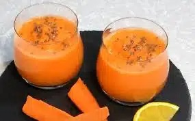 Яблочно-банановый смузи с апельсином и морковью