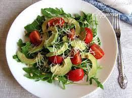 Салат из запеченных шампиньонов с авокадо